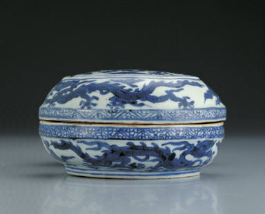 Silver ingot-shaped box with clouds and dragons in underglaze blue