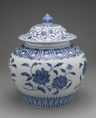 Covered jars with underglaze-blue decoration of flowers(unmarked)