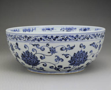 Large bowl with underglaze-blue decoration of lotus scrolls and fruit(unmarked)