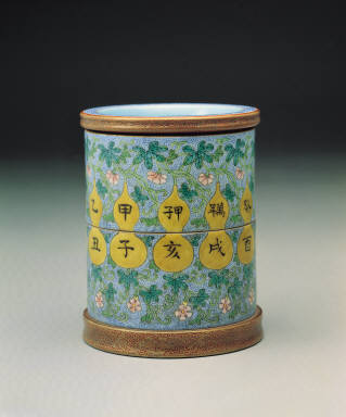 A double-layered brush-holder with openwork design