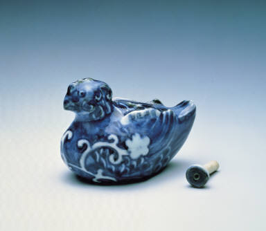 Water-dropper made of blue-and-white porcelain imitating a bird