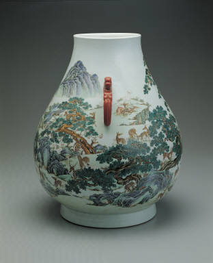 Vase with hundred deer decoration in fen-cai enamels