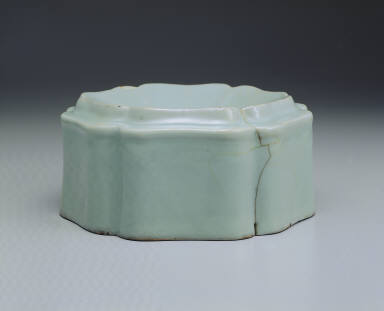 Hibiscus-shaped washer with light bluish-green glaze